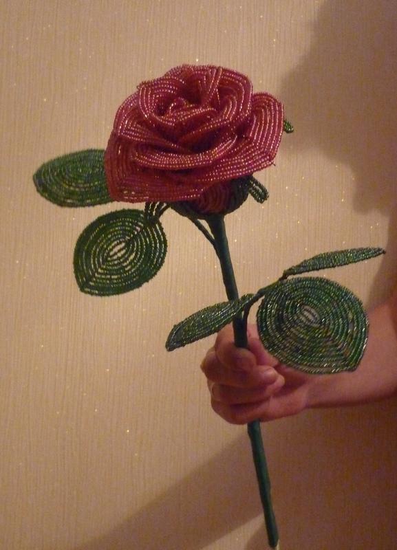розу из бисера своими руками видео